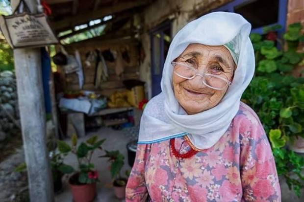 Fotoğraf Ali Demir' TEBESSÜM BEDEVADIR VERENİ ÜZMEZ ALANI MUTLU EDER